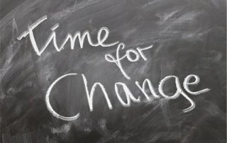 Time for Change als Symbol für den Wunsch einer erneuten Schulgesetzänderung in Rheinland-Pfalz